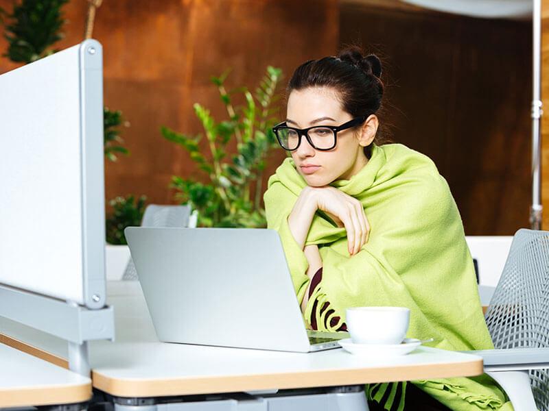 Uniformes secretariales para el frío del aire acondicionado