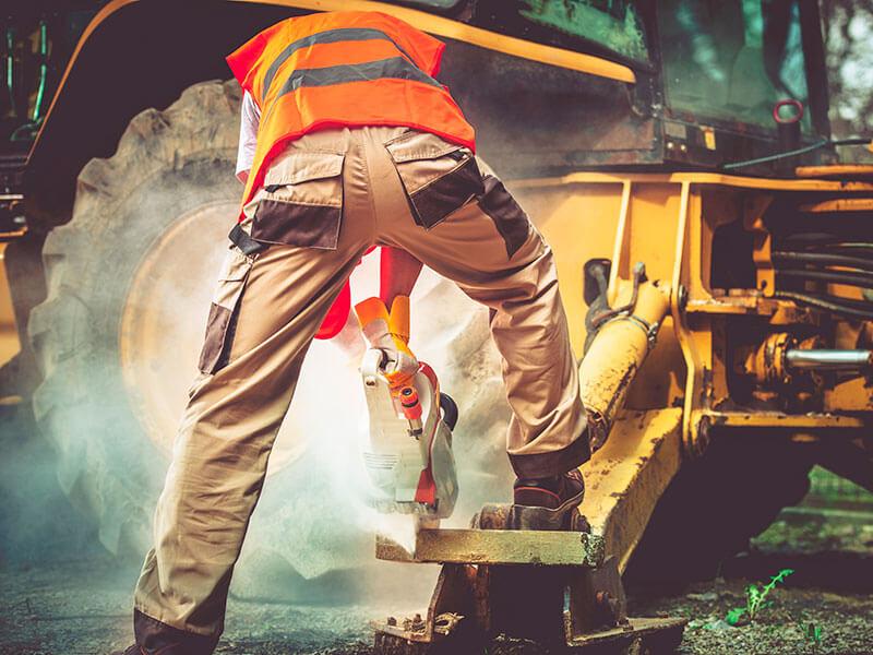 ¿Que deben resistir los uniformes de seguridad industrial?
